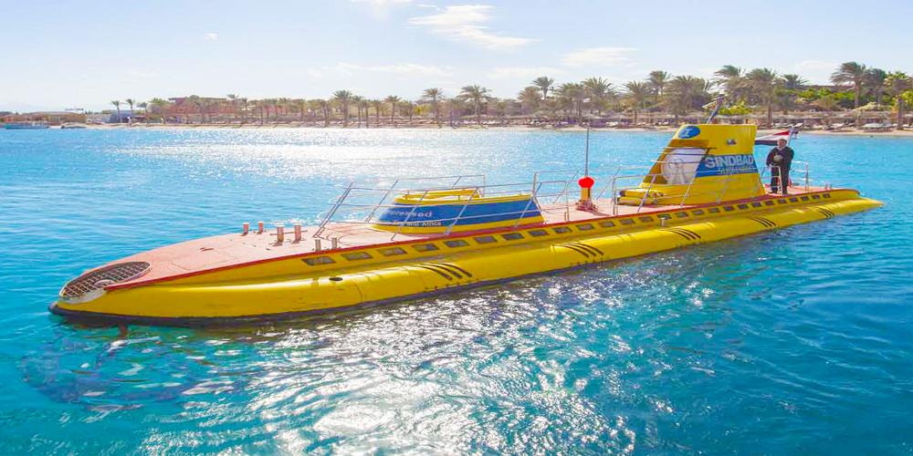 """Das """" Sindbad U-Boot """" ist das einzige U-Boot im Mittleren sowie im Nahen Osten und kann neben den zwei erfahrenen Kapitänen insgesamt 44 Passagiere aufnehmen."""
