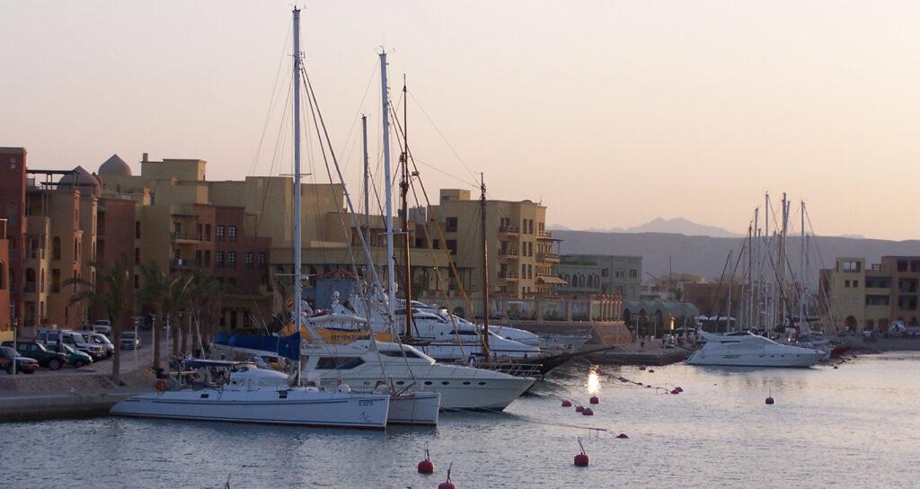El Gouna Stadtrundfahrt privat - Ausflug Weiße Wüste in Ägypten -Private Yacht in Hurghada - Memnon Reisen